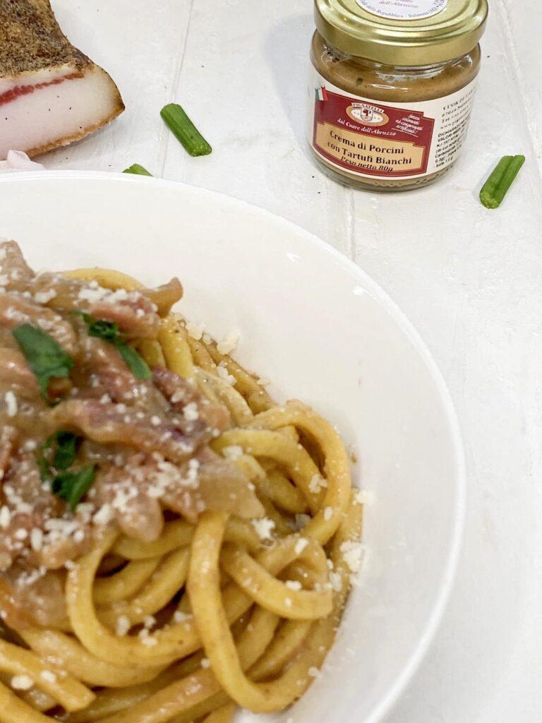 Stringozzi con crema di porcini e tartufi bianchi Pignatelli
