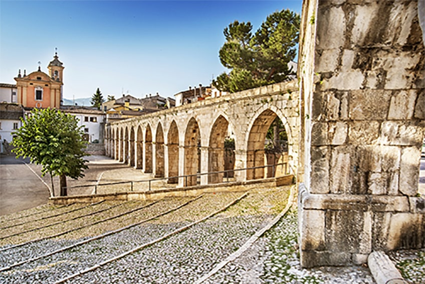 Acquedotto medioevale, Piazza Garibaldi, Sulmona (AQ)