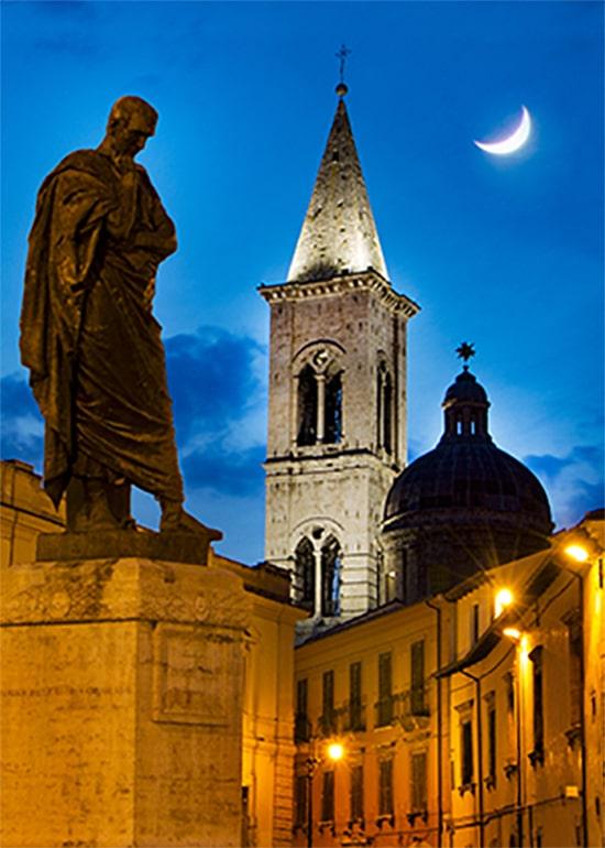 Statua di Ovidio, Piazza XX Settembre, Sulmona (AQ)